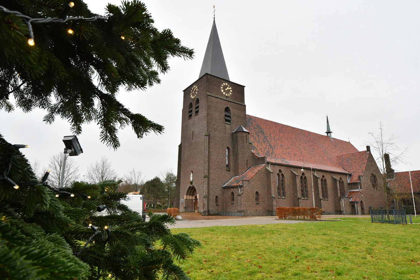 Parochianen mogen tijdens een hoorzitting hun mening laten horen over de voorgenomen sluiting van hun kerk.