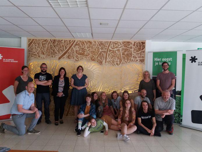 Leerlingen De Wijnpers maken kunstwerk voor Proefcentrum Herent. Foto rv