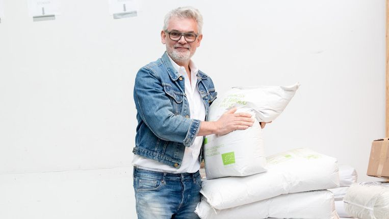 Karel Gouds-blom: 'Mijn broden zijn niet te vergelijken met wat in de supermarkt ligt.' Beeld Marijke Stroucken