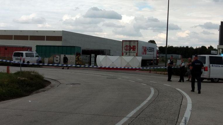 De plaats van het ongeval werd afgezet. Het onderzoek werd gevoerd door agenten van een andere politiezone dan die waar slachtoffer Marco Holthof werkzaam was.