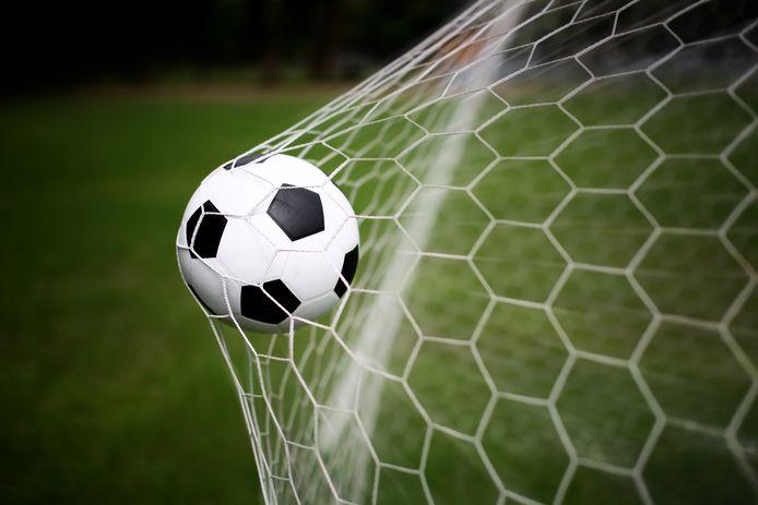 'Een hard geschoten bal waarvan de vlucht bruut in de touwen eindigt...' Foto ter illustratie.