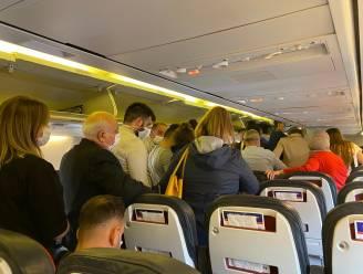 """Passagier verontwaardigd over omstandigheden tijdens vlucht: """"Hoe stroken volle vliegtuigen in zo'n omstandigheden met de maatregelen?"""""""
