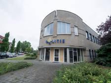 Vuurwerkbom bij voormalig politiebureau Vriezenveen kost handenvol geld