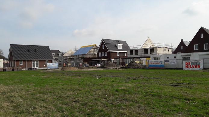 De Heisteeg, hier op foto, is inmiddels praktisch volgebouwd. Nu wil een nieuwe vereniging aan de slag met bouwen in Riel.