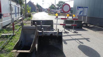Nog geen fietstunnels, maar overwegen Tonnestraat en Karmstraat wel al afgesloten