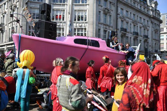 Op Oxford Circus werd een boot geparkeerd.