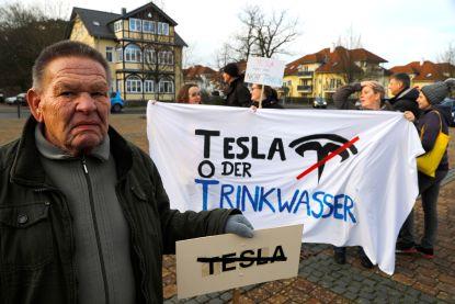 Rechtbank legt bouw Duitse Tesla-fabriek stil