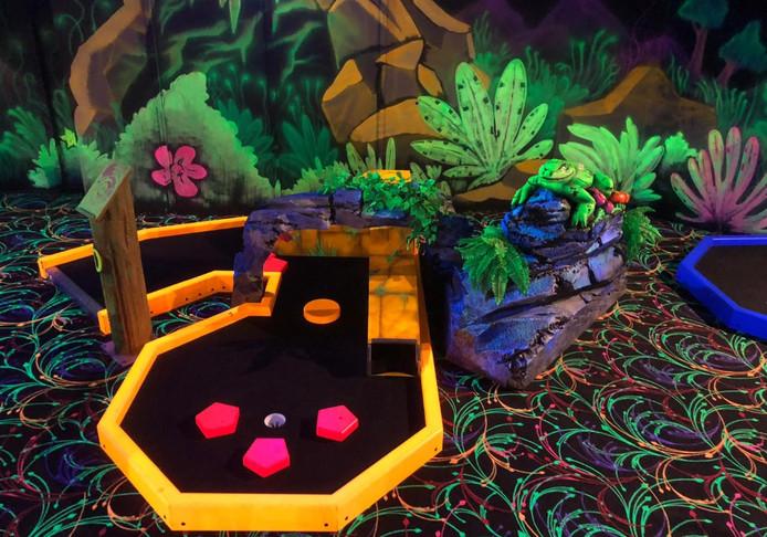 Bowling Bergen op Zoom breidt uit met glowgolf. Deze foto geeft een sfeerimpressie van hoe het eruit zal gaan zien.