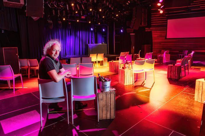 Breda - In juli dit jaar was de zaal van poppodium Mezz in Breda ingericht met 100 stoelen zodat er toch optredens plaats kunnen vinden. Op de foto directeur Frank van Iersel.