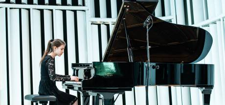 Julia Nefedov (12) uit Eindhoven is één na jongste in finale Prinses Christina Concours