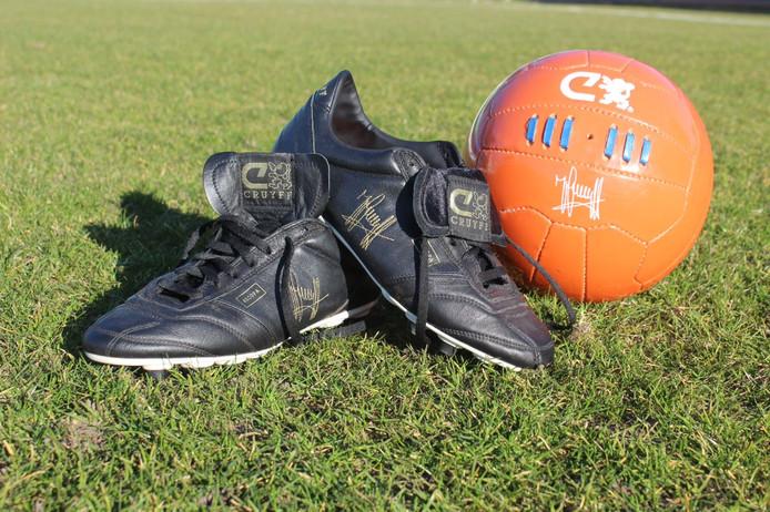 257e136d034 Laatste voetbalschoenen Cruijff geveild voor goede doel | Offside ...
