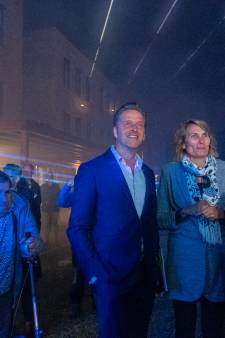 Minister Hugo de Jonge opent vernieuwd Hofje Wendakker in Heerde