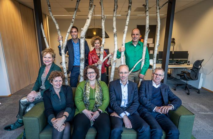 Bovenste rij (v.l.n.r.): Annemie Martens, Arn Bressers, Monique van Ekert, Hans Fuchs. Onder: Jacqueline Ketelaar, Ingeborg Schrama, Robert Verbruggen, Jan van der Heijden.