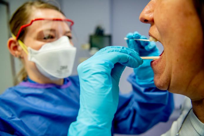 Vorige week rolde het RIVM snel het aantal testlocaties uit tot zo'n 30 laboratoria.