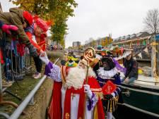 Aankomst Sint in Steenwijk: 'Eén, twee, drie, zwaaien naar Sinterklaas!'
