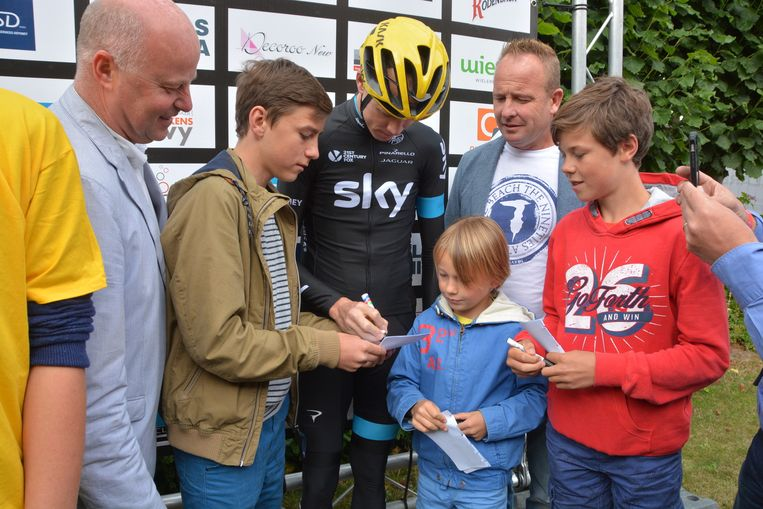 Ook Robin, Remi en Jerome Kint konden een handtekening van Froome bemachtigen.