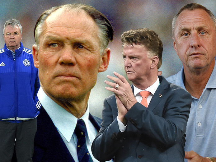 Vlnr: Guus Hiddink, Rinus Michels, Louis van Gaal en Johan Cruijff.