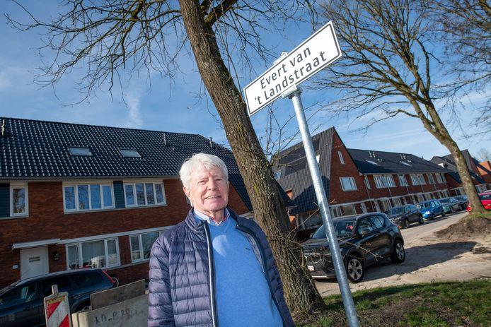 Ugchelen Buiten krijgt steeds meer vorm. Henk van Vulpen beschreef onder meer de bijzondere daden van Evert van 't Land.