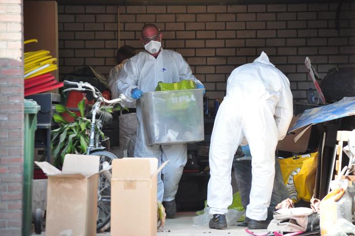 Het XTC-lab in Waalwijk wordt ontruimd.