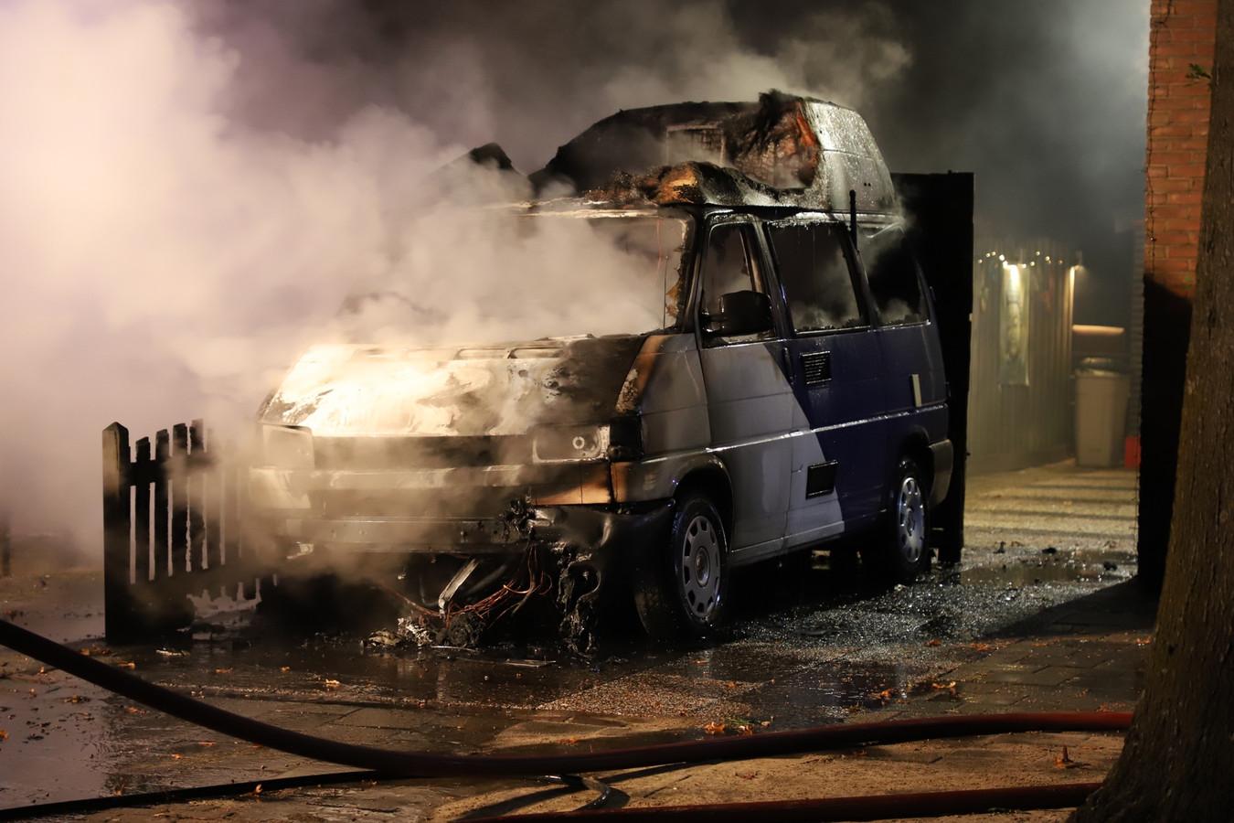 Camper verwoest door brand in Schijndel.