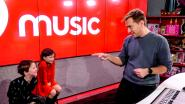 """Qmusic-dj Sam De Bruyn fopt drie piepjonge tweelingen: """"Kinderen komen er zeker nog van"""""""