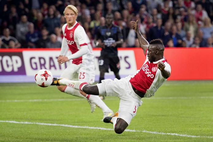 2017-08-02 21:58:59 AMSTERDAM - Davinson Sanchez van Ajax scoort de 2-1. Ajax speelt tegen OGC Nice in de derde voorronde van de Champions League. ANP OLAF KRAAK