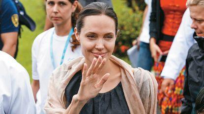 """Zorgen om graatmagere Angelina Jolie: """"Ze weegt nog maar 35 kilo"""""""