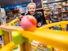 Gaan deze alerte Arnhemse speelgoedwinkeliers Intertoys achterna? Nee, ze zweren bij pionieren in een grillige markt