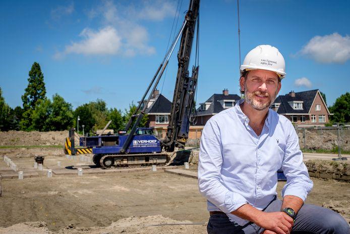 De eerste paal  van medisch centrum Hoog Lede in Vlaardingen zit in de grond, Jasper de Wit is opgelucht.