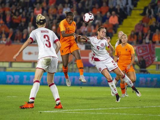 Lineth Beerensteyn kopt de 1-0 binnen