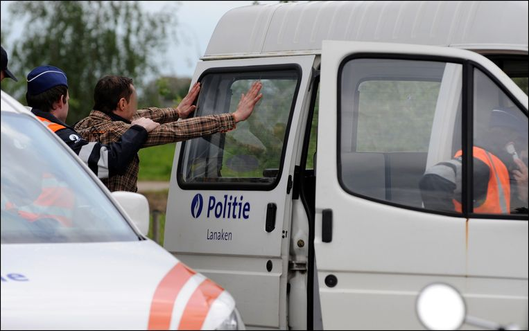 Archieffoto. Onder meer op de Sterrenlaan in een villawijk in Rekem (Lanaken) stootte de politie op een drugsplantage in opbouw.