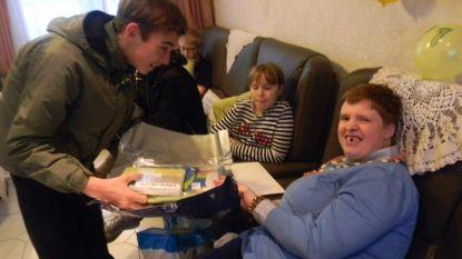 Sandra krijgt 321 verjaardagskaartjes na oproep van ouders