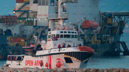 Schip met ruim 300 geredde migranten arriveert in Spanje