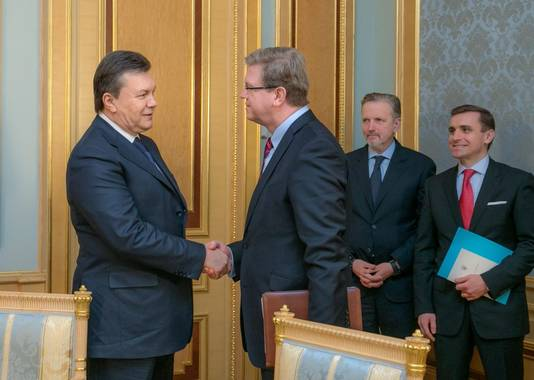 Le président ukrainien Viktor Ianoukovitch et Stefan Füle, commissaire européen à l'Elargissement