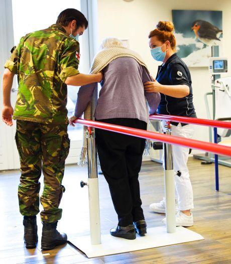 Elf militairen schieten te hulp bij Laurens zodat meer patiënten kunnen revalideren