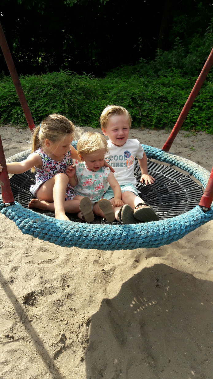 De kinderen houden erg van spelen in Gemonde. Nu kunnen hun opa en oma, net als andere opa's en oma's in de buurt, er lekker bij gaan zitten.