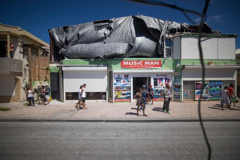 De door orkaan Irma gehavende winkels aan de Voorstraat op Sint Maarten in februari. Beeld ANP