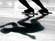 Bredanaar schaatst eerste rondje in het Mastbos, maar zakt al filmend letterlijk door het ijs