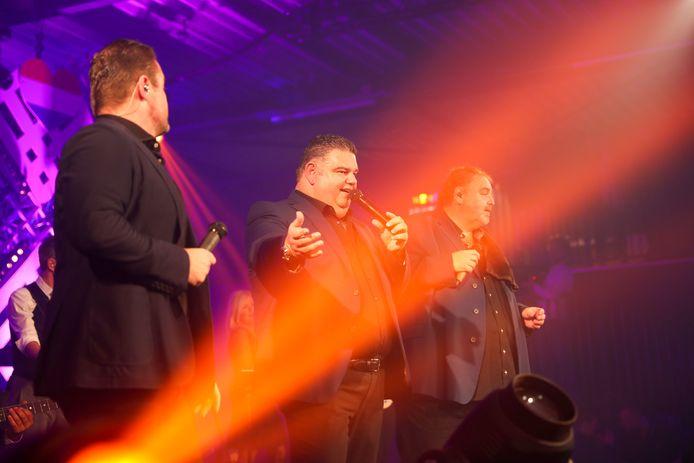 Django Wagner wordt vergezeld door Frans Duijts (links) en Peter Beense.