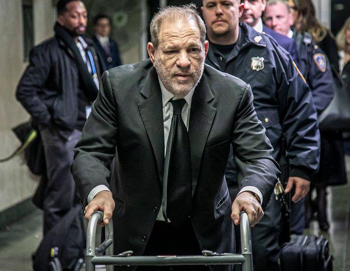 Harvey Weinstein quittant le tribunal de Manhattan, jeudi
