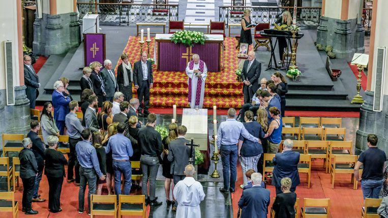 De naaste familie en enkele prominente politici namen in de Sint-Tillokerk afscheid van oud-burgemeester Gerda Mylle.