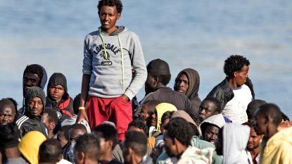 Meer dan 900 vluchtelingen meren aan in Sicilië