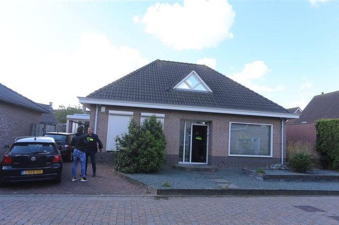 Tijdens de actie wordt een woning aan de Lavendel in Kerkdriel doorzocht.