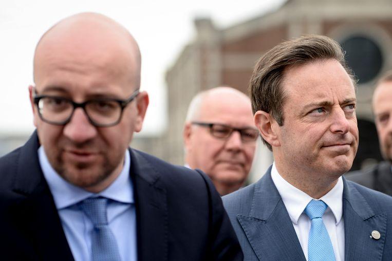 Premier Charles Michel (MR) en Antwerps burgemeester Bart De Wever (N-VA) zijn het oneens over de betekenis van de EU.