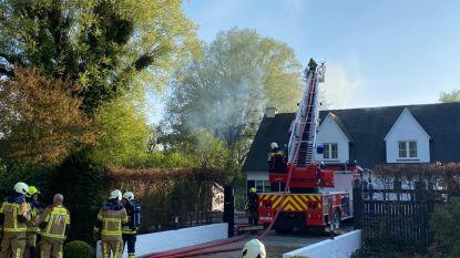 Uitslaande woningbrand in Drijhoekdreef: één persoon gewond