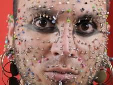 Man met meeste piercings in gezicht wil eigen record breken