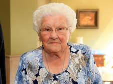 """Julia Van Hool, 111 ans, est la nouvelle doyenne des Belges: """"Elle se porte toujours très bien"""""""