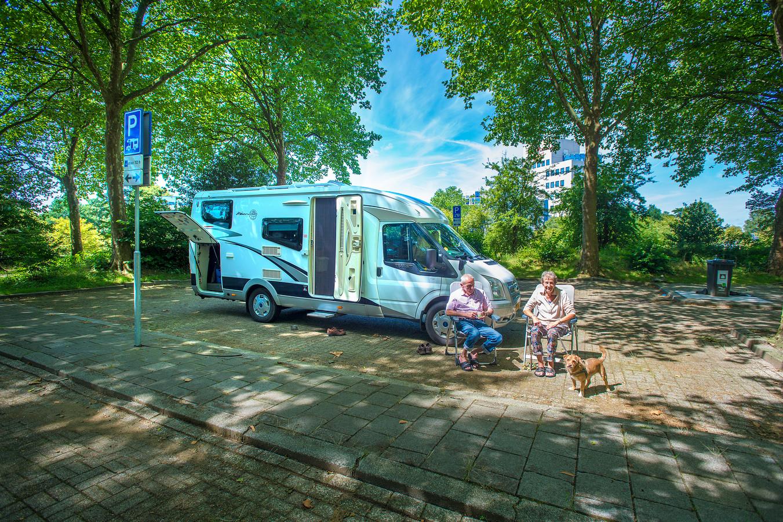 frank en mia de groot uit sprang capelle op de nieuwe camperplaats achter het oude