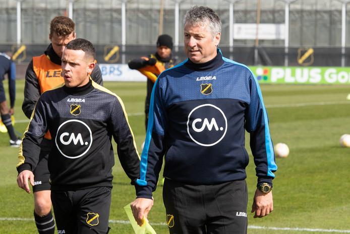 Ruud Brood leidde maandag zijn eerste training bij NAC als hoofdtrainer.