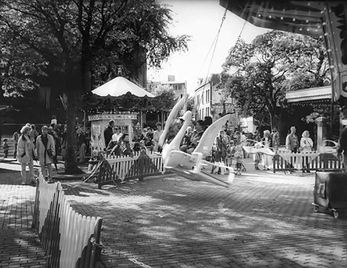 Archieffoto's Kermis in Roosendaal, Tongerloplein in 1998